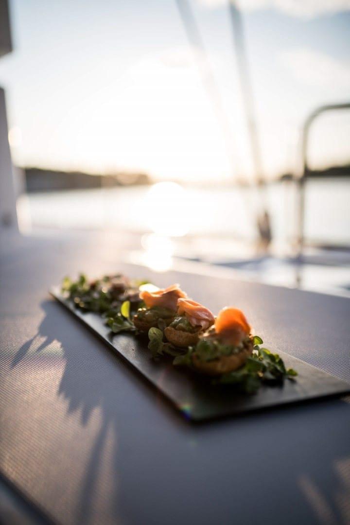 nomad-catamaran-dining (4)