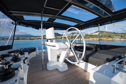 nomad-catamaran-dining (6)