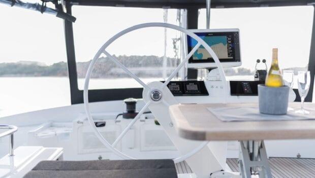 nomad-catamaran-dining (7)