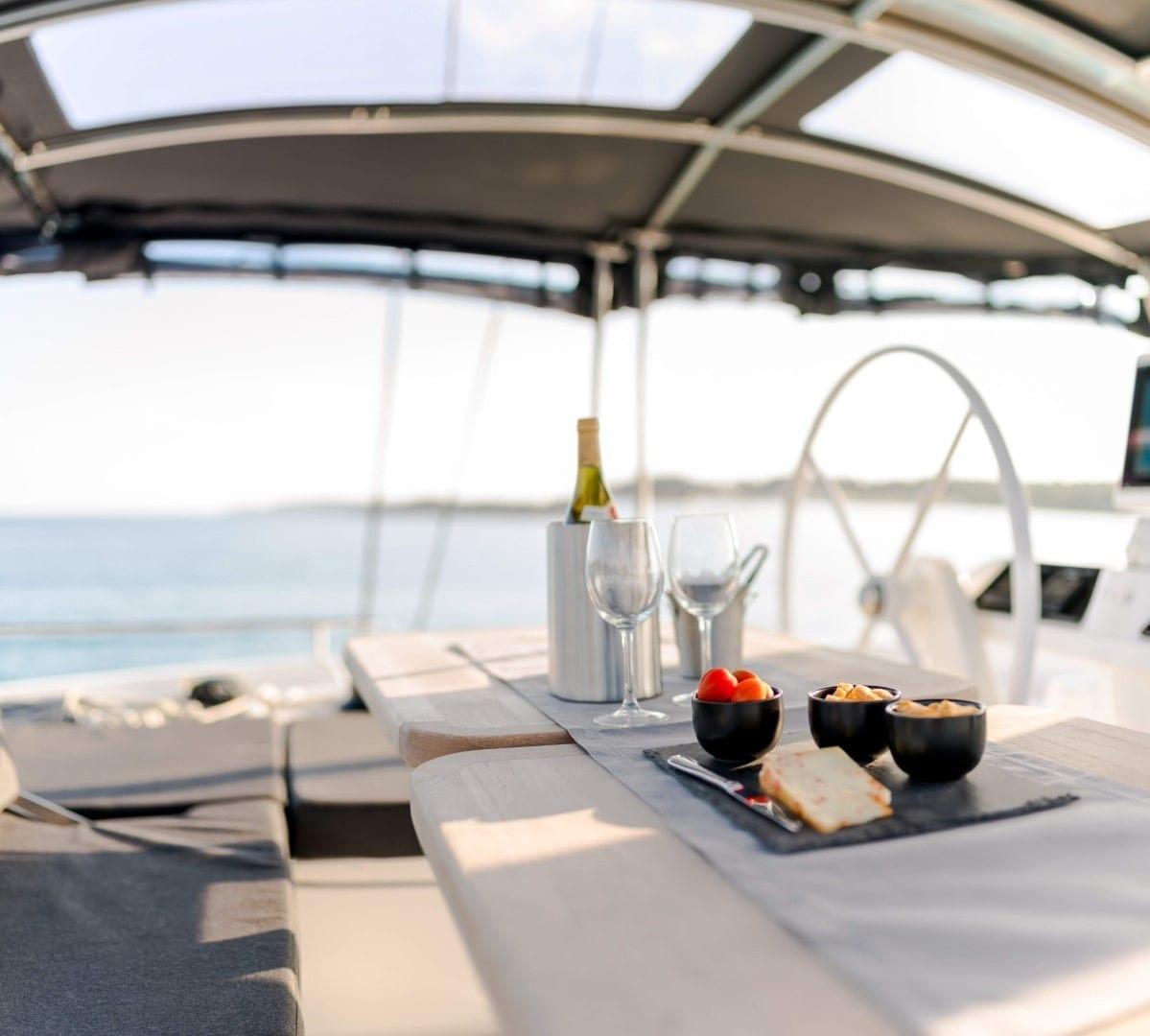 nomad-catamaran-dining (8)