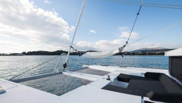 nomad-catamaran-exterior (2)