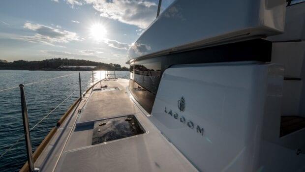 nomad-catamaran-exterior (3)