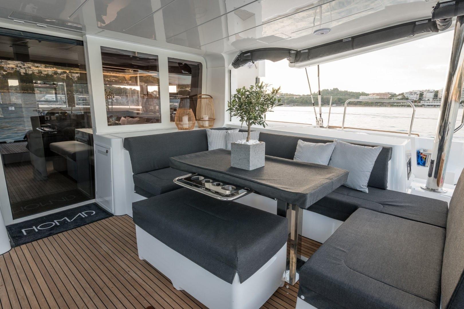 nomad-catamaran-exterior (6)