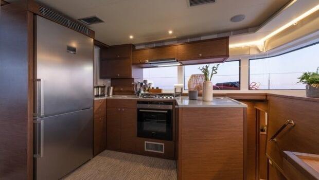 nomad-catamaran-salon (1)