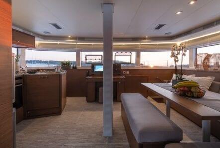 nomad-catamaran-salon (2)