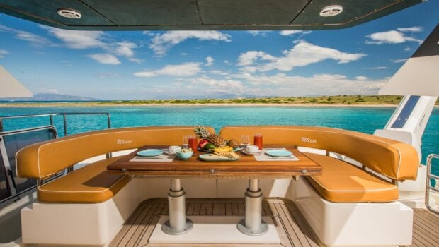 ulisse-motor-yacht-aft-table (1)-min