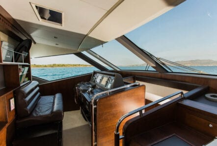 ulisse-motor-yacht-bridge-min