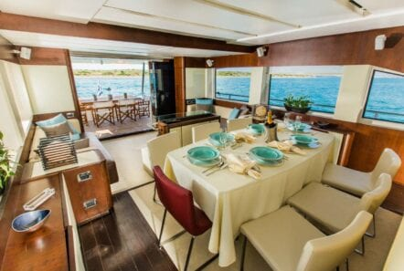 ulisse-motor-yacht-dining (3)-min