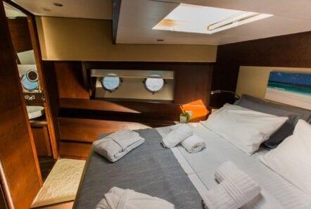 ulisse-motor-yacht-vip-cabin (1)-min