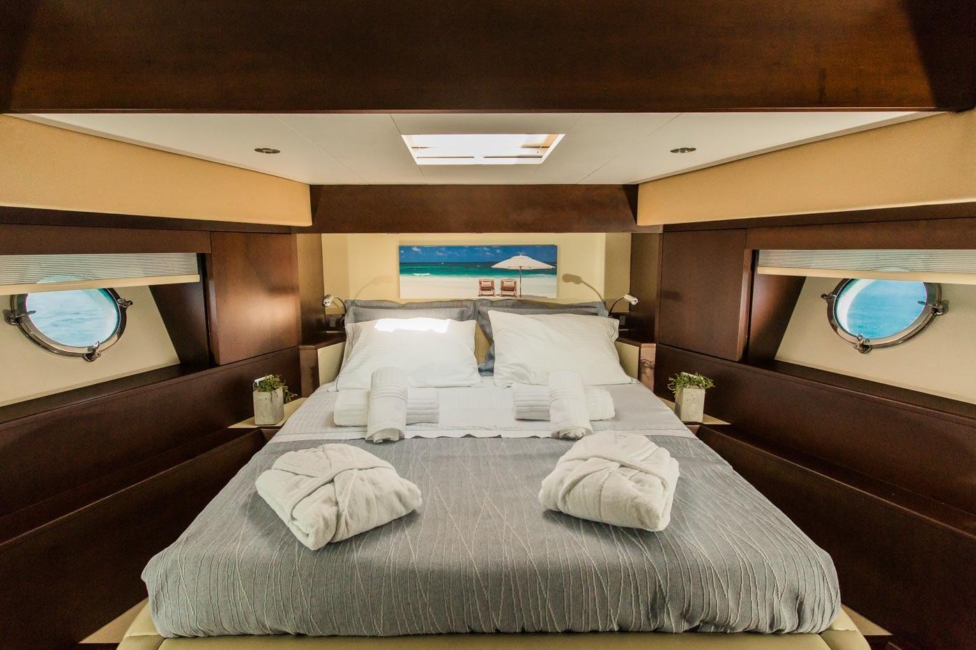 ulisse-motor-yacht-vip-cabin (2)-min