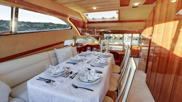 alsium-motor-yacht-dining