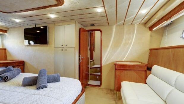 alsium-motor-yacht-master-cabin (1)