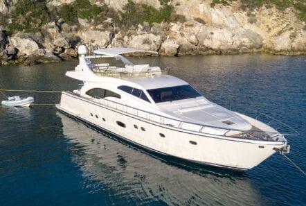 profile of yacht alsium