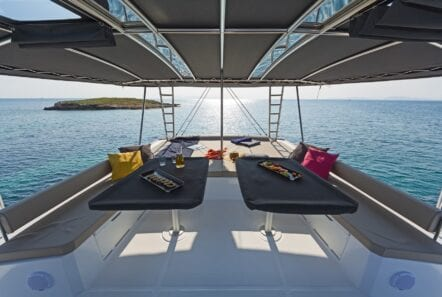 babalu-catamaran-tables-min