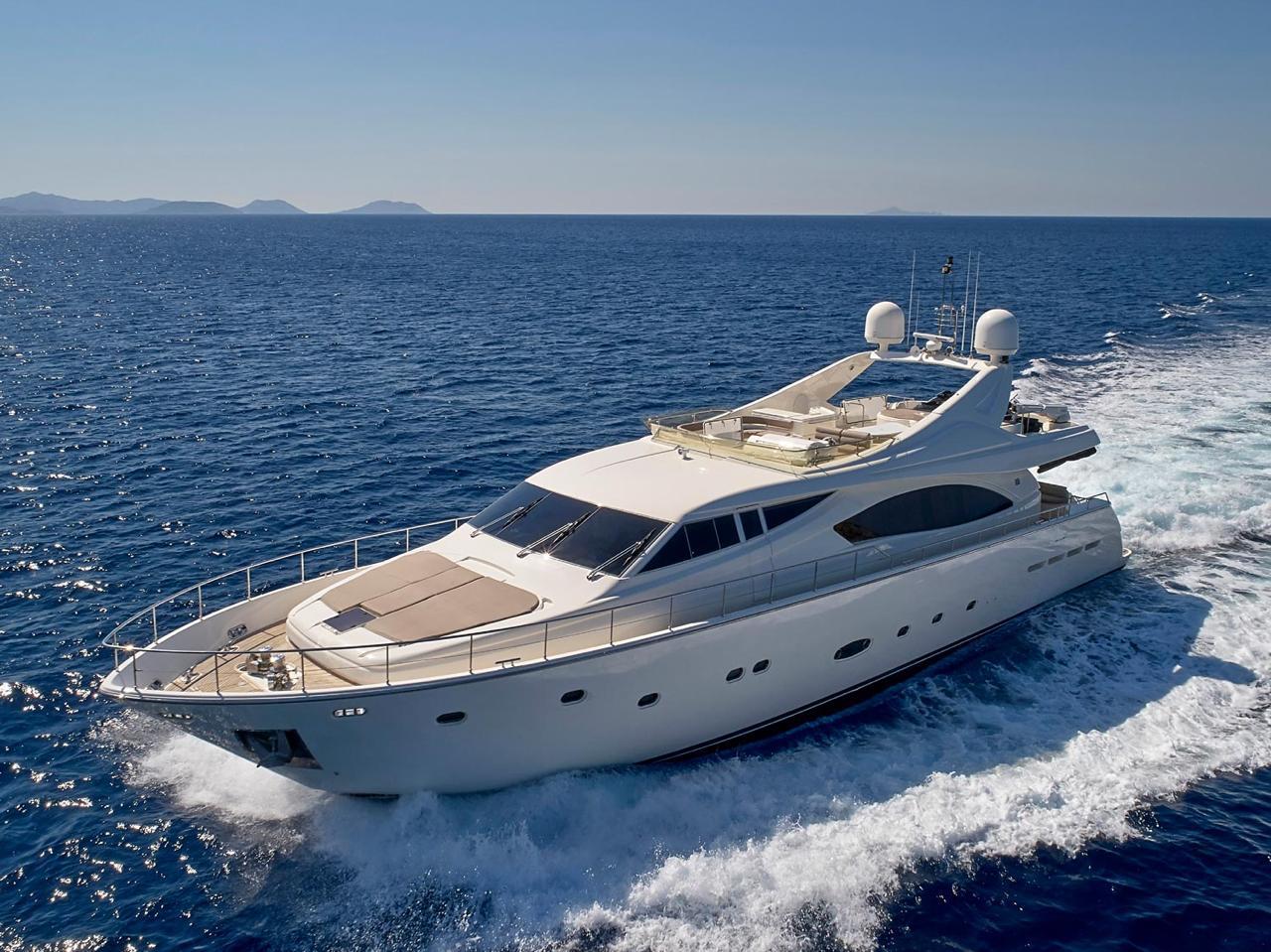 elite-motor-yacht-cruising (1)
