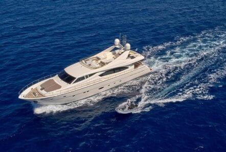 elite-motor-yacht-cruising (3)