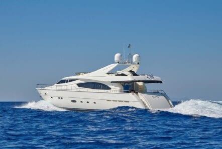 elite-motor-yacht-cruising (4)