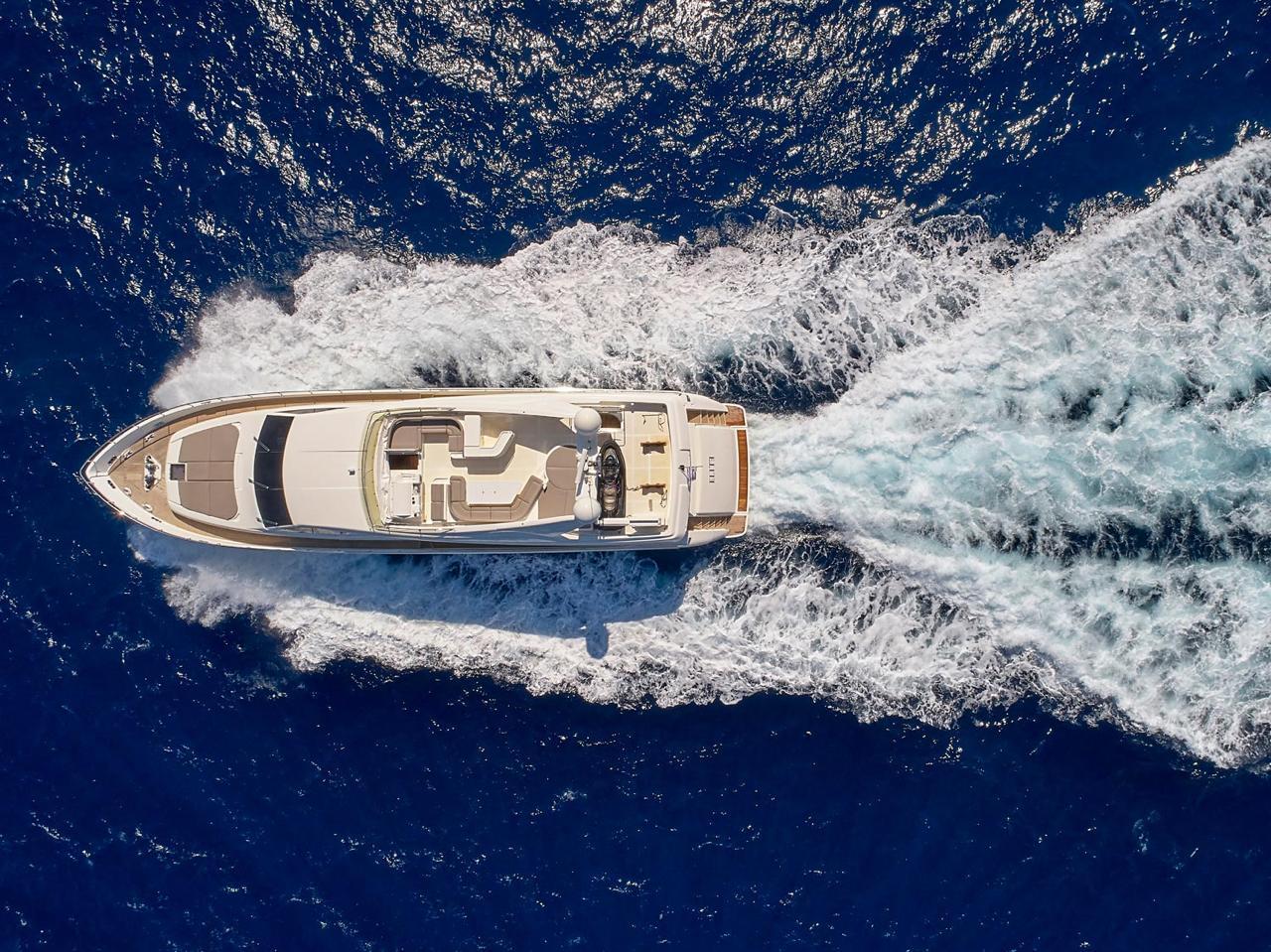 elite-motor-yacht-cruising (6)