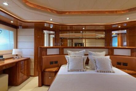 elite-motor-yacht-master-stateroom (1)