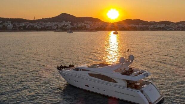 elite-motor-yacht-sunset