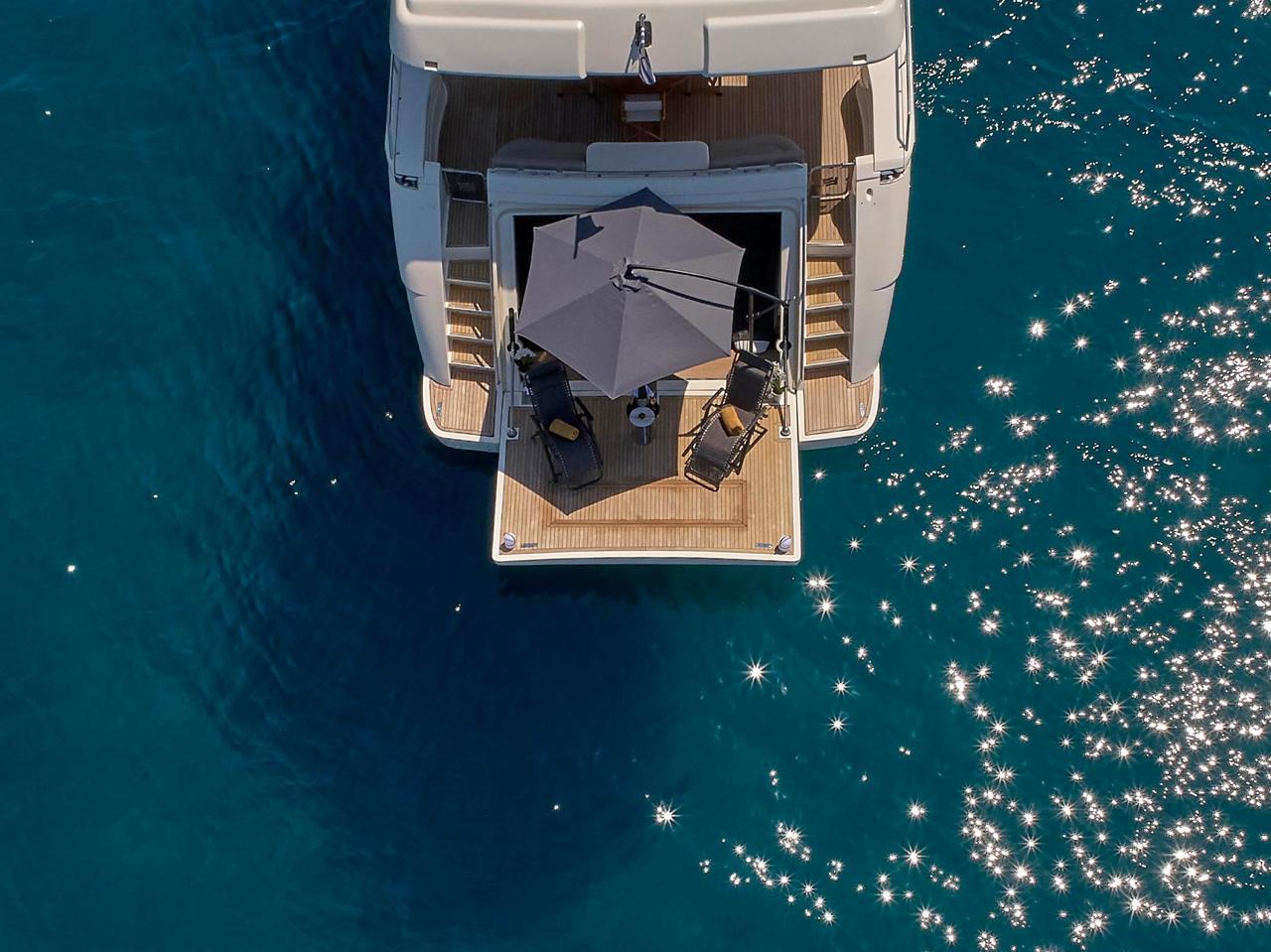 elite-motor-yacht-swim-platform (2)