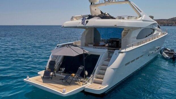 elite-motor-yacht-swim-platform (3)