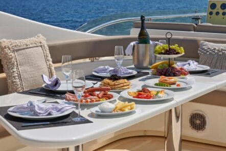 elite-motor-yacht-upper-deck-dining (2)