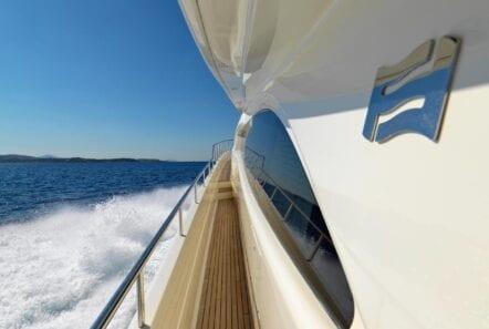 elite-motor-yacht-views (1)