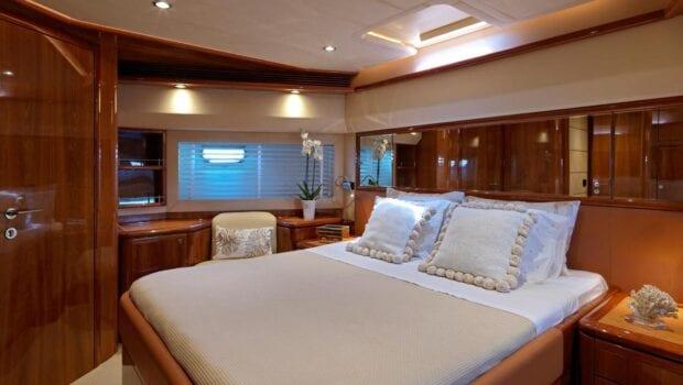 elite-motor-yacht-vip-stateroom (1)