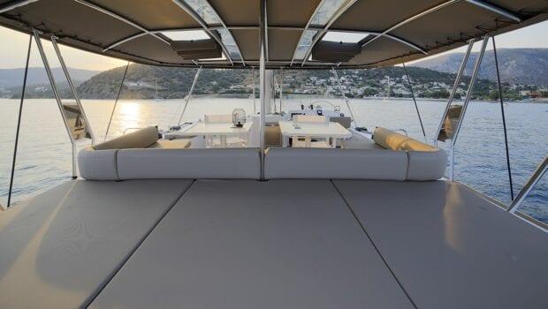 horizons-3-catamaran-deck-min