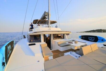 horizons-3-catamaran-fore1-min
