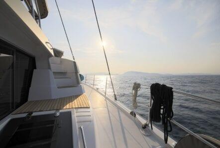 horizons-3-catamaran-sideview-min