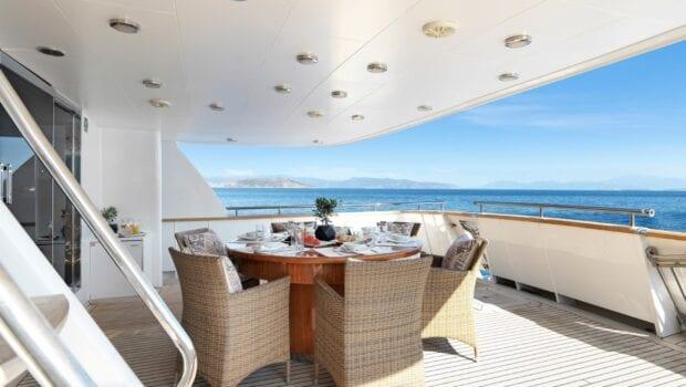 idylle-motor-yacht-aft-deck-min
