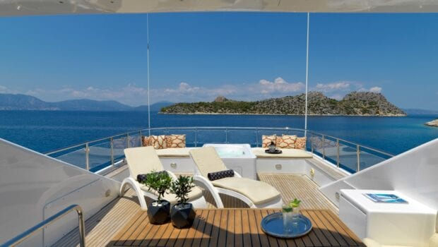 idylle-motor-yacht-sundeck-min