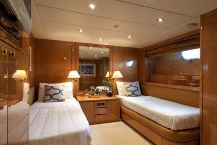 idylle-motor-yacht-twin-cabin-min