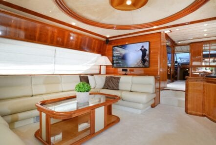 kentavros-motor-yacht-salon (1)-min