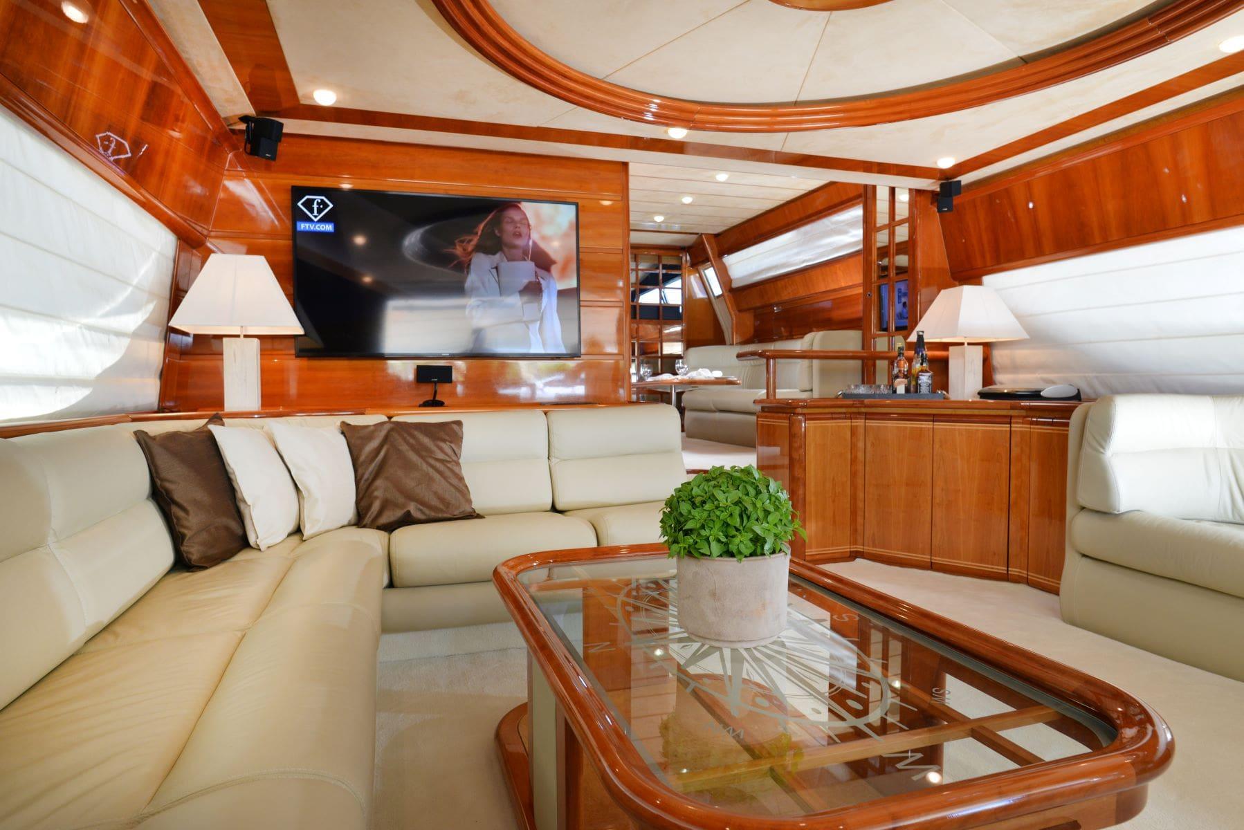 kentavros-motor-yacht-salon (2)-min