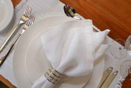 kentavros-motor-yacht-table-setting-min