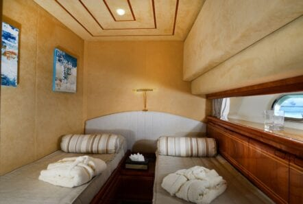 kentavros-motor-yacht-twin-cabins (1)-min