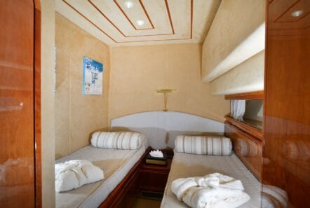 kentavros-motor-yacht-twin-cabins (2)-min
