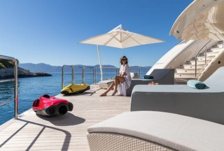 optasia-superyacht-swim-lounge (1)-min