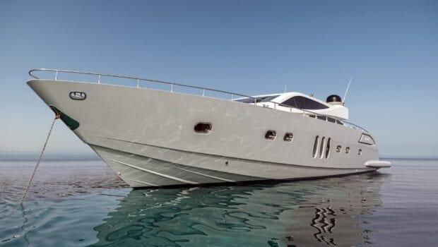 rena-motor-yacht- bow-min