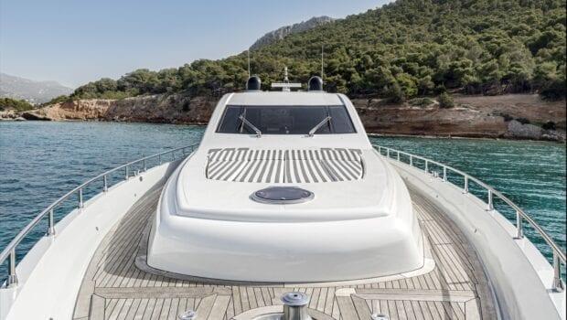 rena-motor-yacht-exteriors (3)-min