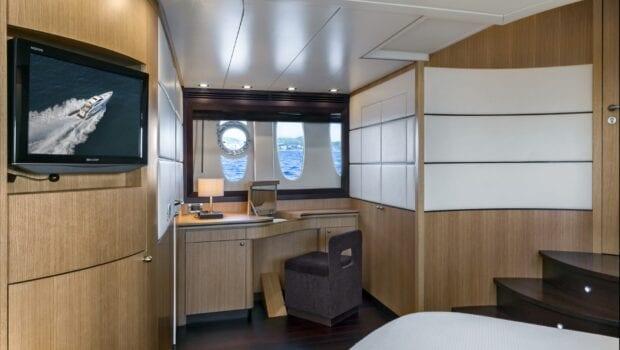 rena-motor-yacht-salon-view-min