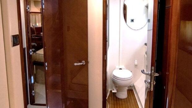 Venali-motor-yacht-bath (2)-min