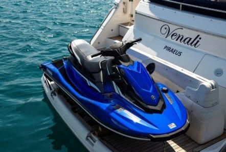 Venali-motor-yacht-jetski-min