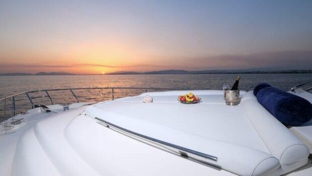 noe-motor-yacht-fore (1)-min