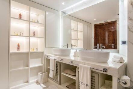 moka megayacht VIP guest bath