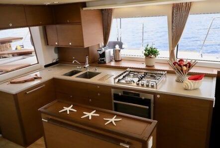 Sailboat cabins 37 min - Valef Yachts Chartering