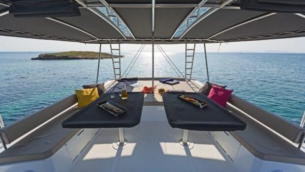 babalu catamaran dining tables - Valef Yachts Chartering
